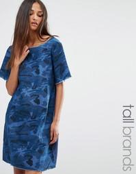 Джинсовое платье с камуфляжным принтом Liquor & Poker Tall - Синий