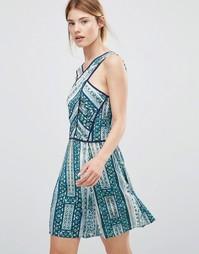 Короткое приталенное платье с перекрестной отделкой спереди Greylin Karissa - Зеленый