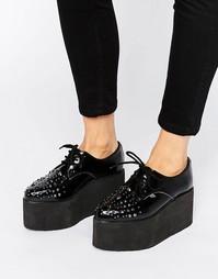 Кожаные туфли на платформе с отделкой заклепками T.U.K. Stack - Черный