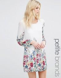 Цельнокройное платье с принтом по краю Yumi Petite - Белый