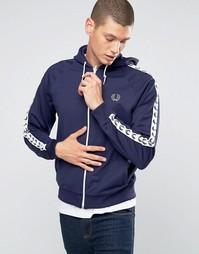 Синяя спортивная куртка с капюшоном и лентой на рукавах Fred Perry - Синий