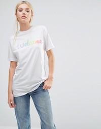 Классическая футболка бойфренда с радужным принтом This is Welcome - Белый