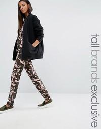 Джоггеры с узкими штанинами и камуфляжным принтом One Day Tall - Мульти