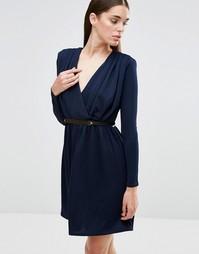 Приталенное платье на поясе с декольте и длинными рукавами Twin Sister - Темно-синий
