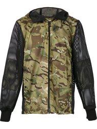 камуфляжная куртка с перфорированными рукавами Christopher Raeburn