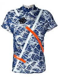 футболка деталью из пайеток и принтом Christopher Kane