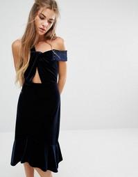 Бархатное платье с открытыми плечами и оборкой Foxiedox Margaux - Темно-синий