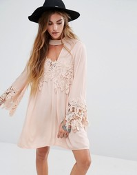 Свободное платье с кружевными вставками и лентой на шее Kiss The Sky - Розовый