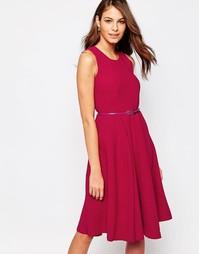 Приталенное платье миди с широкой юбкой и поясом Closet - Красный