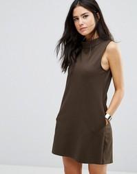Цельнокройное платье с высокой горловиной Love & Other Things - Зеленый