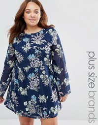 Короткое приталенное платье с цветочным принтом Yumi Plus - Темно-синий