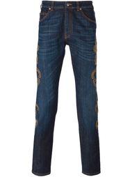 джинсы с вышивкой Versace