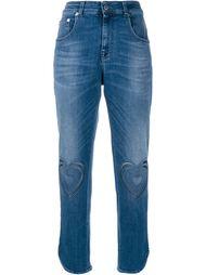 джинсы с вырезными сердцами на коленях Christopher Kane