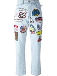 джинсы с заплатками Gcds