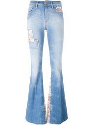 расклешенные джинсы с вышивкой  Don't Cry