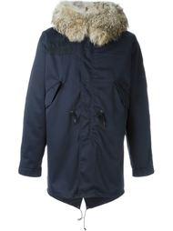 пальто с массивным меховым воротником Liska