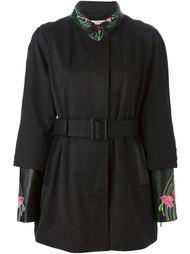 пальто с цветочной вышивкой  Christopher Kane