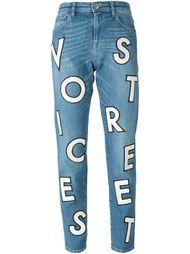 джинсы с аппликацией букв  Each X Other