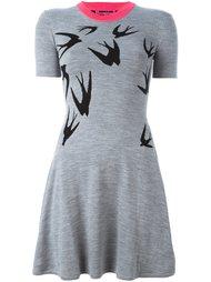 платье-скейтер с изображением ласточек  McQ Alexander McQueen