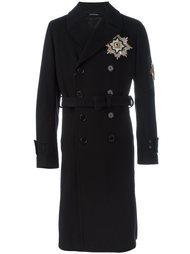 двубортное пальто с нашивкой-орденом Alexander McQueen