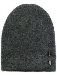 шапка с элементом пирсинга Isabel Benenato
