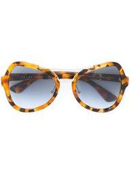объемные солнцезащитные очки  Prada Eyewear