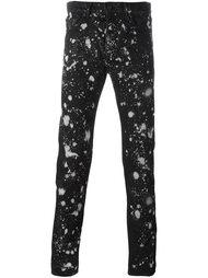 джинсы с принтом брызг краски Études