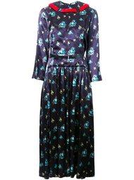 плиссированное платье с цветочным узором Toga