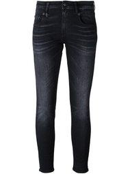 узкие укороченные джинсы R13