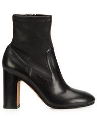 'Calista' boots Vince