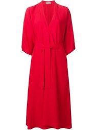 платье с V-образным вырезом и поясом Tome