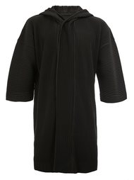 плиссированное пальто с капюшоном и короткими рукавами Homme Plissé Issey Miyake