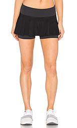 Гладкая полосатая юбка-шорты для тенниса - Beyond Yoga