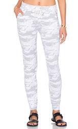 Спортивные брюки neutral camo sporty - MONROW