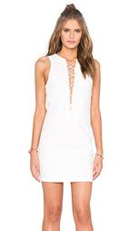 Платье с кружевами спереди - KENDALL + KYLIE