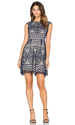 Приталенное и клешное платье lady like - Lumier