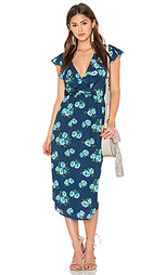 Платье с рюшами и запахом спереди - WAYF