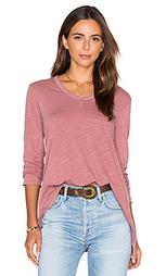 Жатая футболка бойфренд с асимметричным подолом и длинным рукавом - Wilt