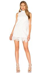 Обегающее сверху и плиссированное от пояса платье - Lucy Paris