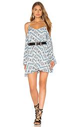 Мини платье с открытыми плечами - Lucca Couture