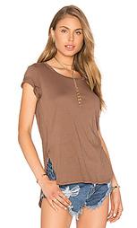 Легковесная футболка из джерси с асимметричным подолом - Bobi