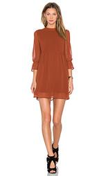 Обегающее сверху и плиссированное от пояса платье renee - Line & Dot