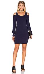Облегающее платье с открытыми плечами - Chaser
