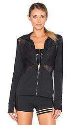 Прочная куртка с точными вырезами - Trina Turk
