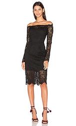 Платье с открытыми плечами с длинным рукавом и ажурным оверлеем - Bobi