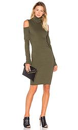 Платье с открытыми плечами и высоким воротом - Pam & Gela