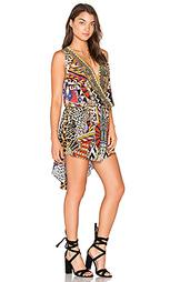 Платье с ложным запахом спереди и удлиненным подолом сзади - Camilla
