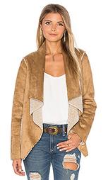 Куртка из искусственного меха с драпировкой спереди zariah - Velvet by Graham & Spencer