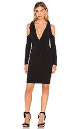 Платье с глубоким вырезом и открытыми плечами - BEC&BRIDGE Bec&Bridge