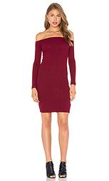 Облегающее платье с открытыми плечами - Capulet